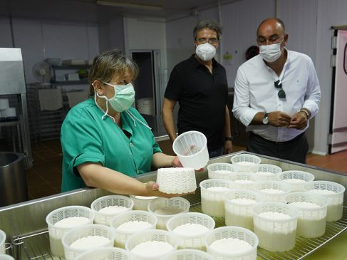 Alcaldes y empresarios del nordeste de Segovia comparten con Miguel Ángel de Vicente las inquietudes actuales de la industria provincial